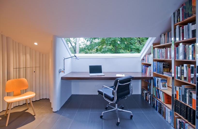 para-project-crawford-attic-writing-room-designboom-03