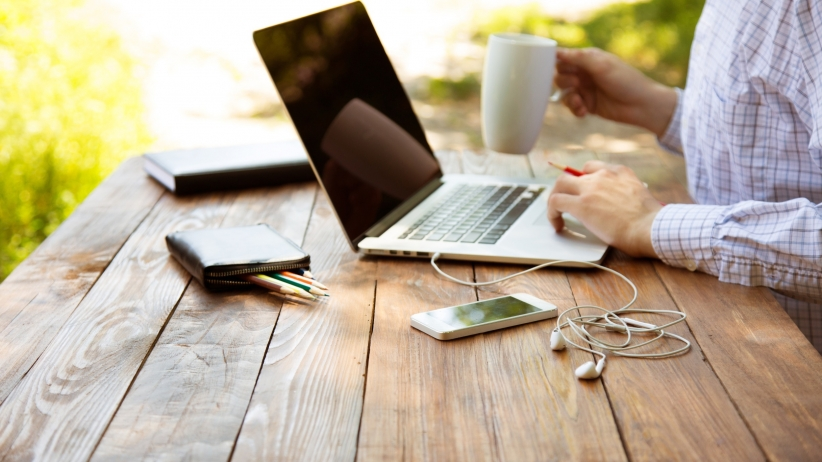 20150806180552-blogger-computer-artist-blog-coffee